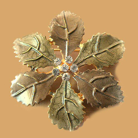 Lifelike Circle of Leaves Brooch